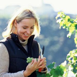 Petra Unger im Weingarten
