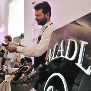 Winzersekt Christian Madl schenkt ein