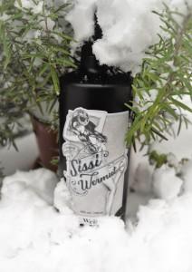 Wiener Wermut Sissi im Schnee hoch